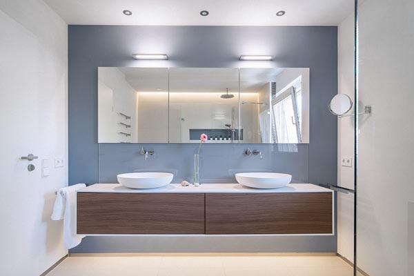 licht im bad gekonnt inszeniert meister der elemente. Black Bedroom Furniture Sets. Home Design Ideas